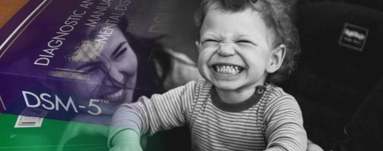 Qué es el síndrome de Rett: imagen de niño con síndrome de Rett