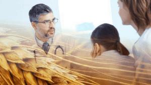 Imagem de um doctor explicando sobre o glúten e pessoas autistas
